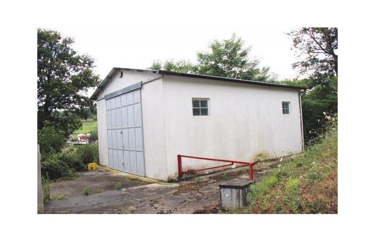 Privato vende rustico casale casale in pietra annunci for Piani di garage con deposito rv