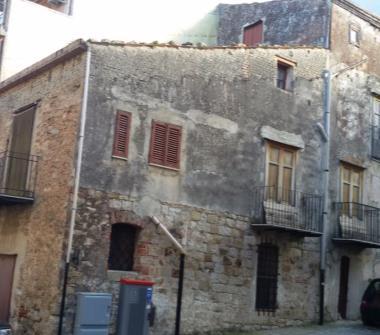 Case in vendita da privati castelbuono for Bilocale arredato palermo privati