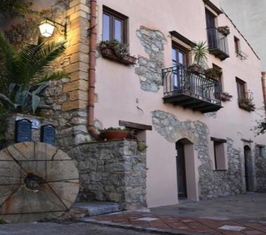 Case in affitto da privati cefal for Bilocale arredato palermo privati