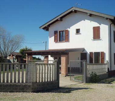 Privato vende casa indipendente villa indipendente con for Case in vendita pavia
